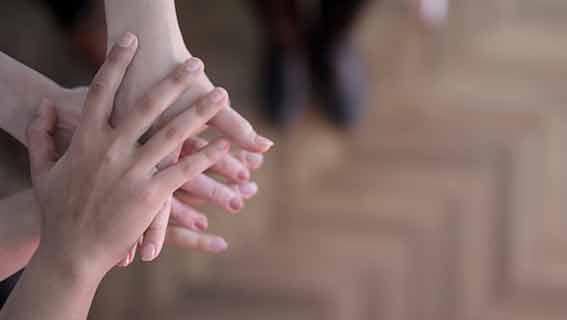 Glückwünsche zur Hochzeit zu dritt